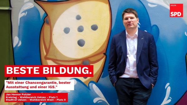 Jan Henner Putzier vor bunter Wand